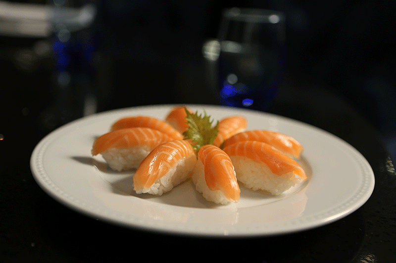 Suggestion du moment : des sushi saumon !